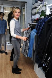 taylor-schilling-gap-s-dressnormal-project-in-brooklyn-october-2014_6