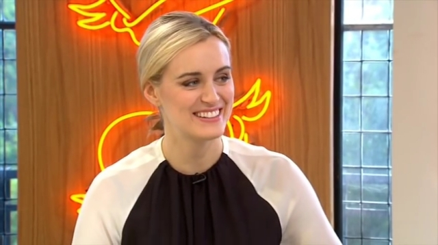 Taylor Schilling (Orange is The New Black) interview 01.06.14.mp4_20160313_153914.646