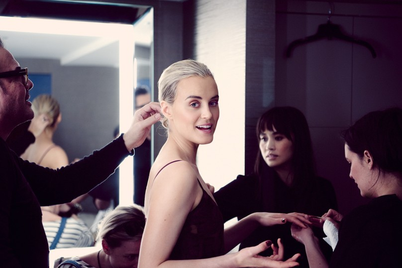 getting-dressed-with-taylor-schilling-feature-01